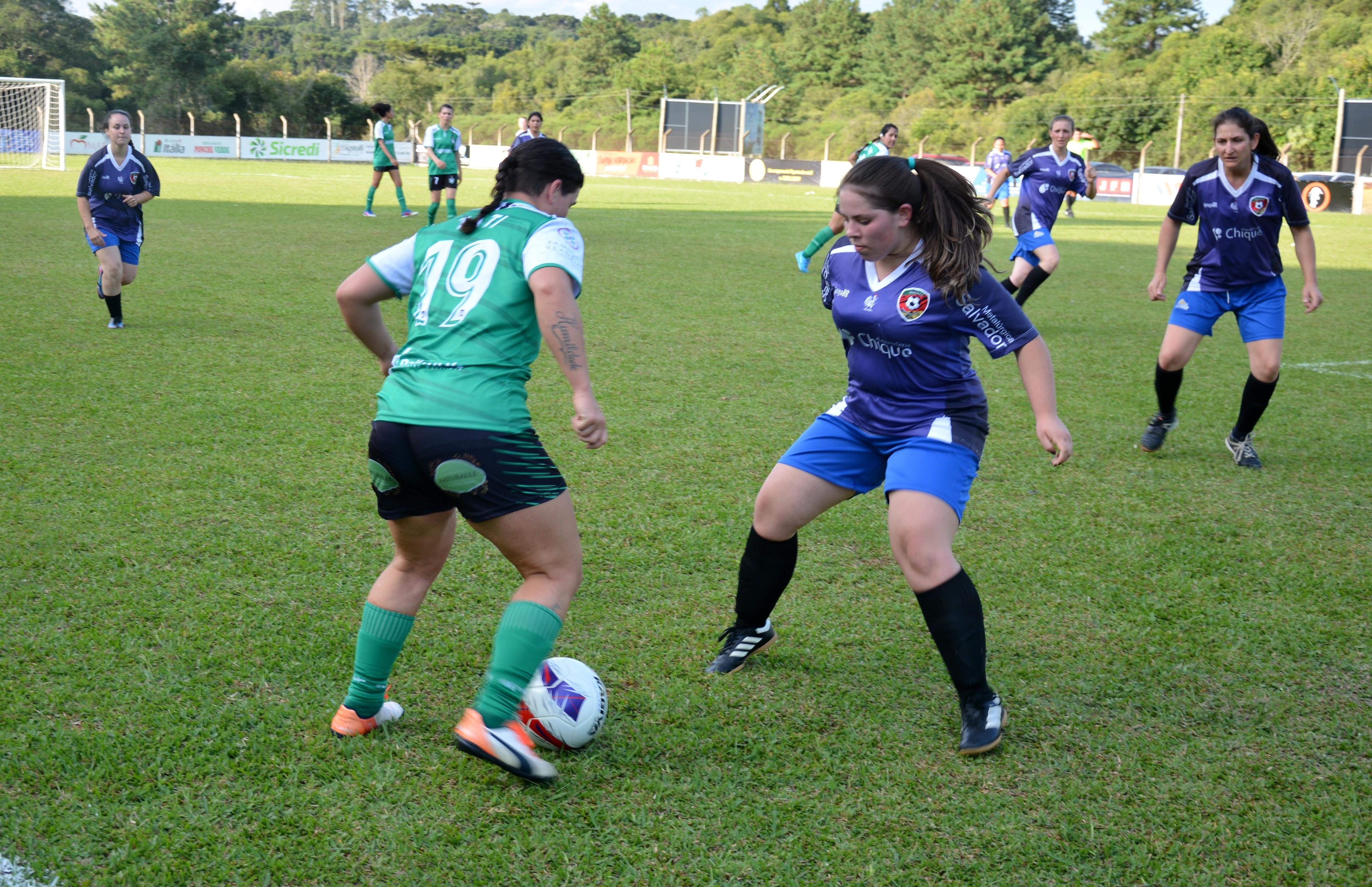 Alfredão e Jorgitas vencem na estreia do futebol 7 feminino de Flores da Cunha