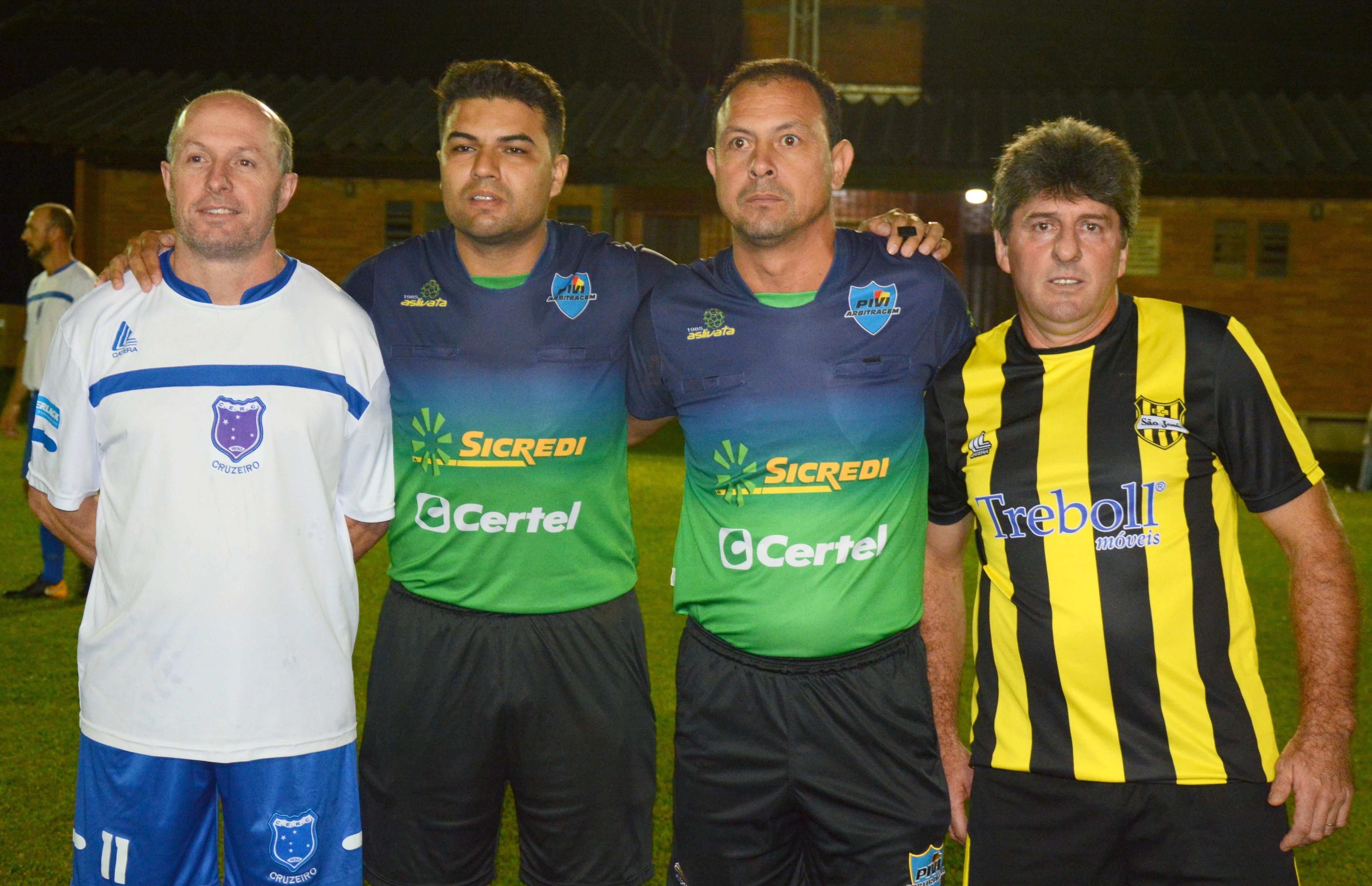 Cruzeiro e São Cristóvão vencem na abertura do futebol 7 máster