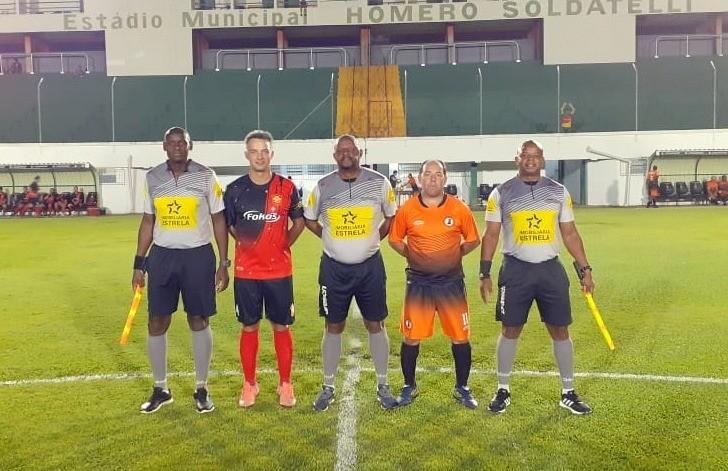 Amigos do Peroza e Duque de Caxias estreiam com vitória no futebol de campo veteranos