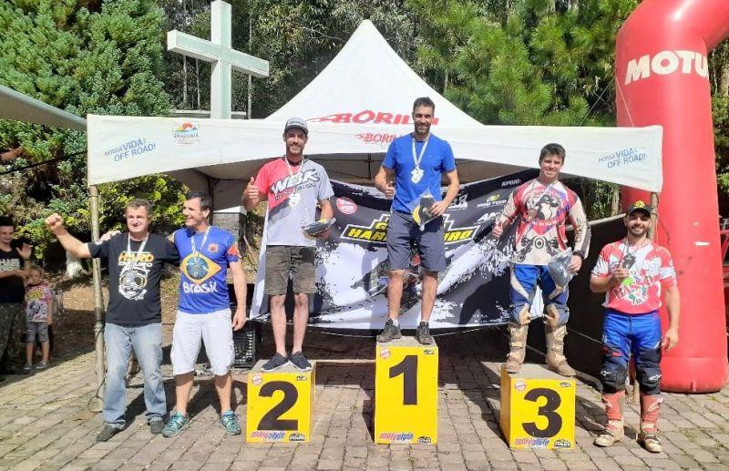 Foto Abertura do Campeonato Gaúcho de Hard Enduro mostra boa disputa nas trilhas de Caxias do Sul