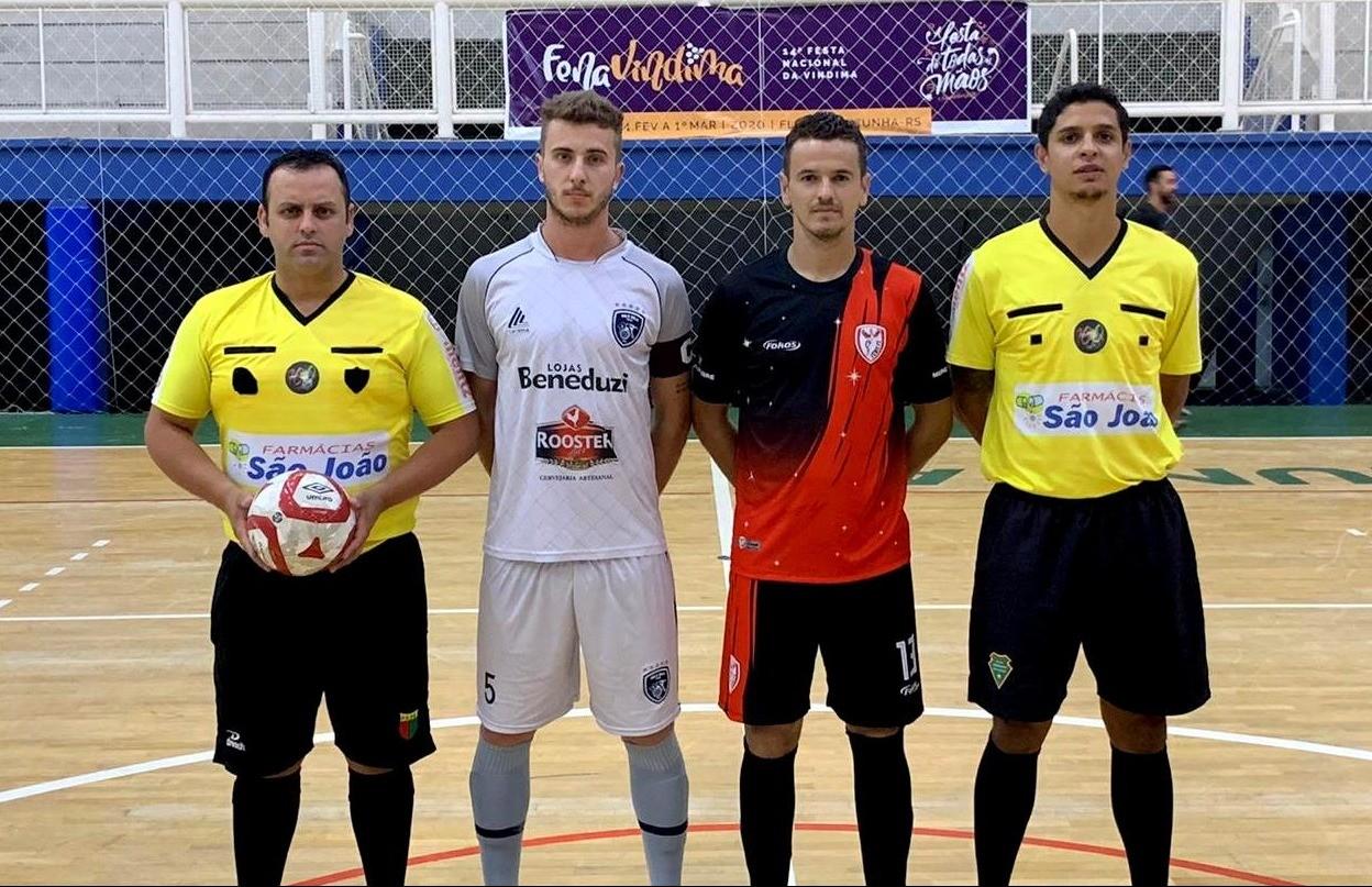 Fênix e Bola Bola garantem classificação na semifinal do futsal masculino