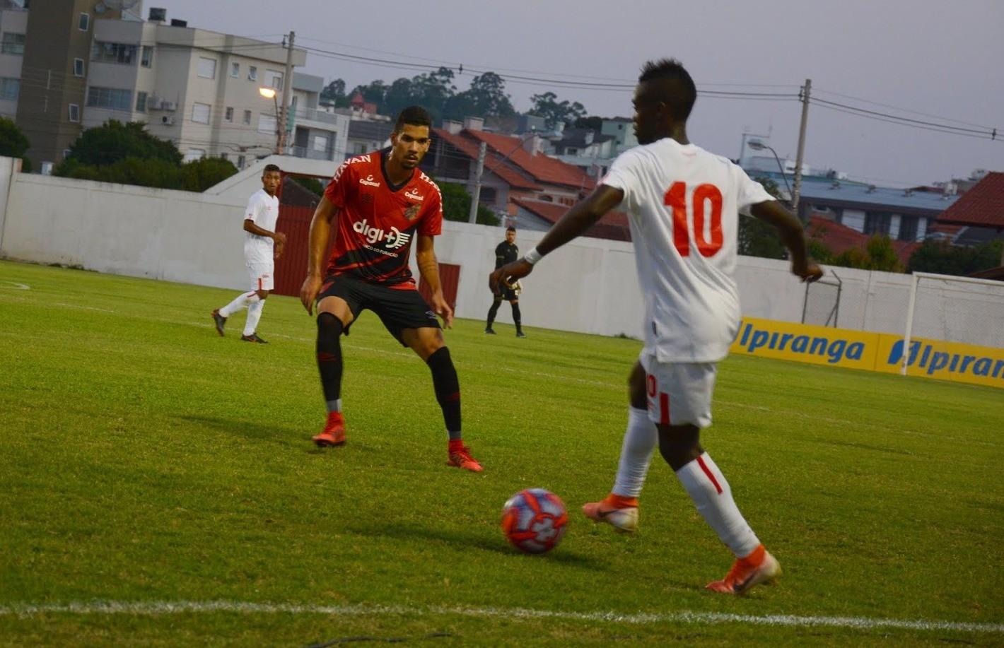 Com denúncia de injúria racial, Athletico-PR e Vasco da Gama estão na semifinal da Copa Ipiranga Sub-20