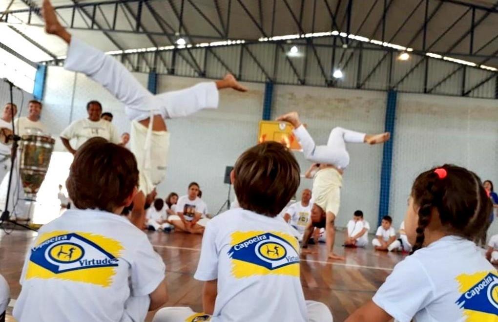 Cerca de 60 alunos participaram do Batizado de Capoeira Virtude