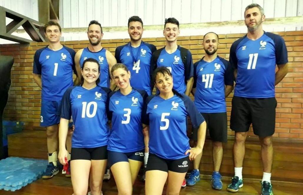 Equipe Cramento disputa campeonato de vôlei na capital e atletas são premiados