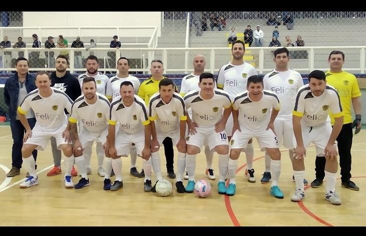 J.A e Pitanguá F.C lideram a chave A do futsal veteranos de Flores da Cunha