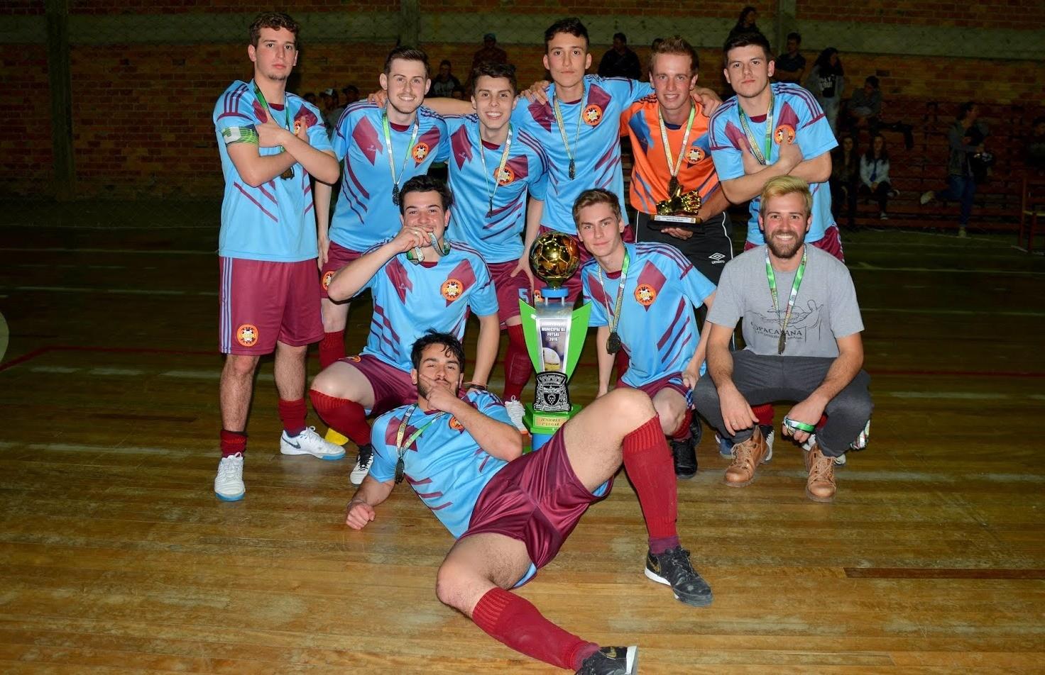 The Coca Fevers conquista o título inédito do futsal juniores de Nova Pádua