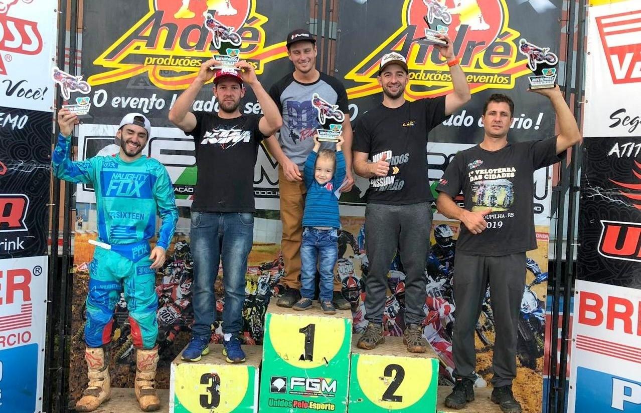 Galiotto e Menegat sobem ao pódio na etapa do Campeonato Regional de Motocross