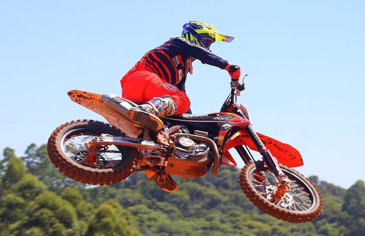 Acidente com piloto Galiotto e 5º lugar de Menegat marcam a abertura do Regional de Motocross