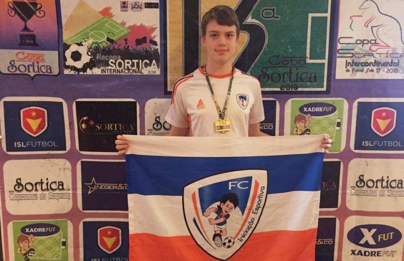 Premiação individual da ATE/FC Iniciação Esportiva na Copa Sortica de Futsal