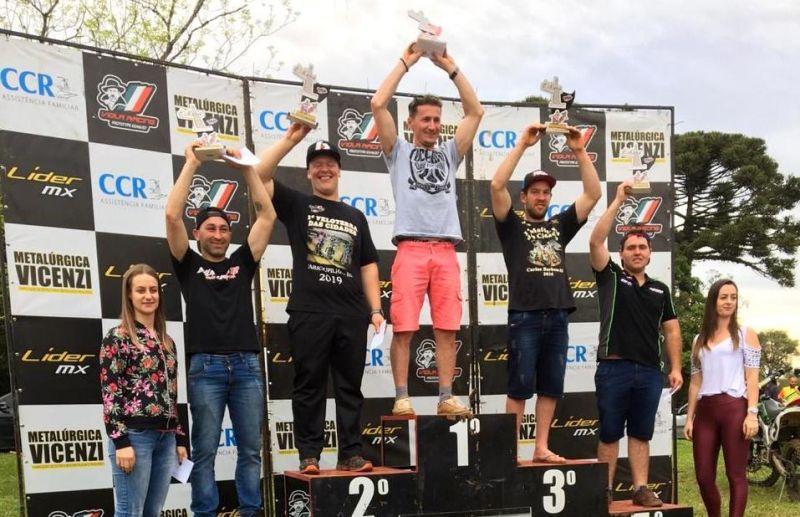 Motocross, um esporte que mistura adrenalina e paixão pelas pistas da região e do Estado