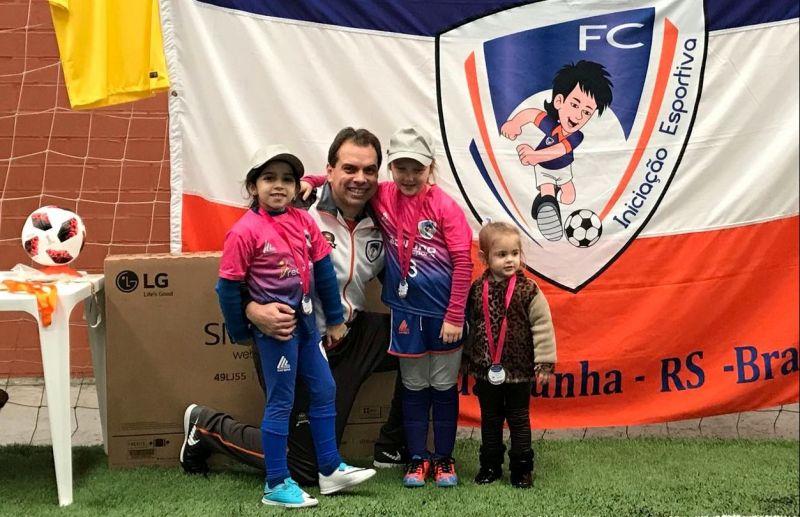 Resultados do campeonato de pênaltis, embaixadas e os vencedores da Rifa da Escola FC Iniciação Esportiva