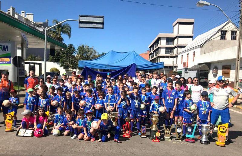 Escola ATE/FC Iniciação Esportiva no Desfile Cívico alusivo ao 7 de Setembro