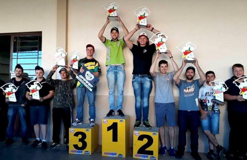 Um show de pilotagem na 3ª etapa do Gaúcho de Hard Enduro realizada em Nova Pádua