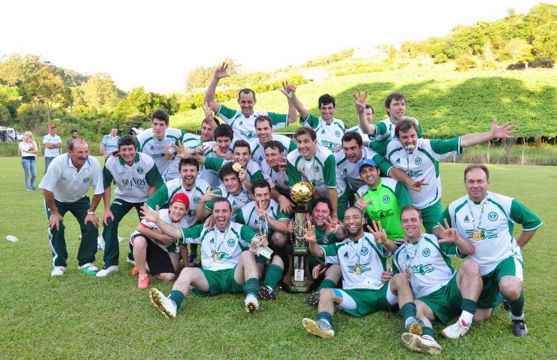 ESPECIAL - Os campeões do futebol de campo de Nova Pádua