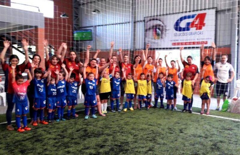 Escola FC Iniciação Esportiva realiza confraternização de final de ano