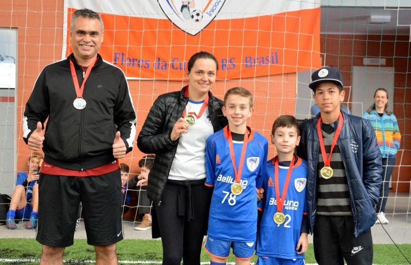 Os campeões de embaixadas da Escola FC Iniciação Esportiva