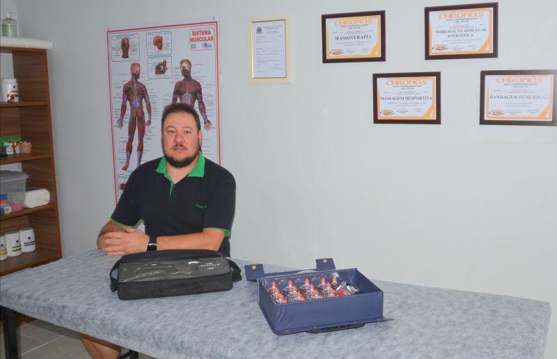 Massoterapeuta Rafael Rigo oferece o tratamento de liberação miofascial instrumental