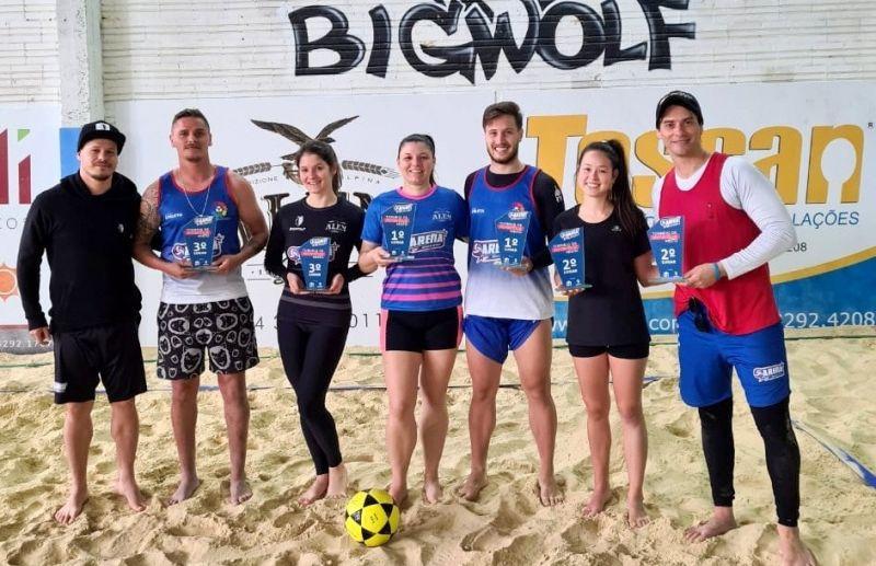 Kerllo e Renan vencem o torneio interno de futevôlei da Arena Beach Sports