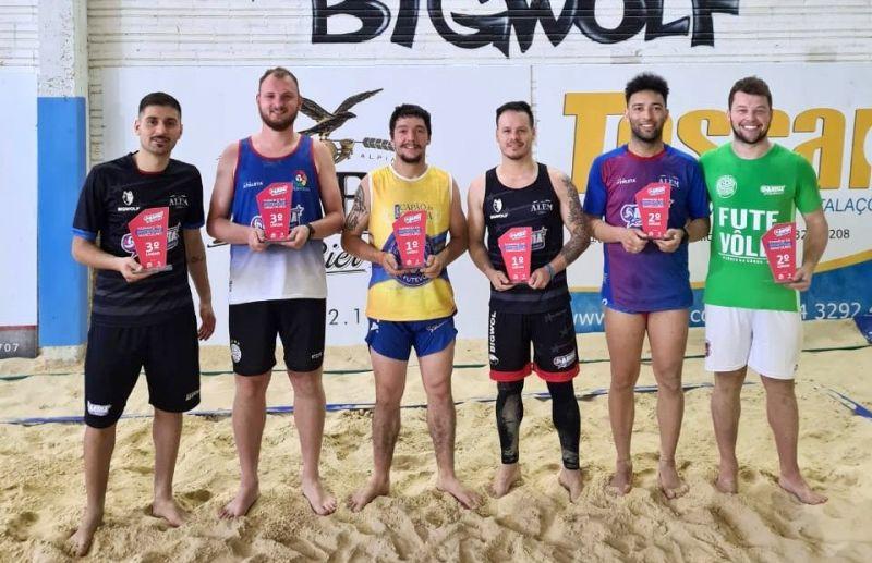 Michel e Diego vencem o torneio interno de futevôlei da Arena Beach Sports