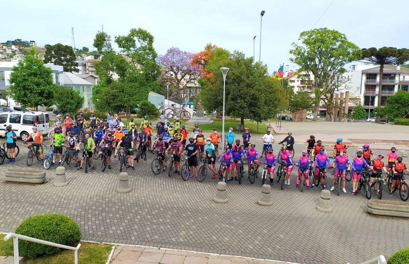 Foto Cerca de 100 ciclistas participaram do Pedal da Primavera de Flores da Cunha