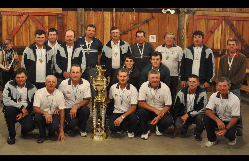 Divisa recebe o troféu de tricampeão