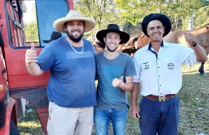 Laçadores de Nova Pádua ficam com o 1º lugar no torneio de vaca mecânica