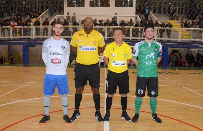 Alfredão e Bola Bola decidem o título do futsal juniores de Flores da Cunha