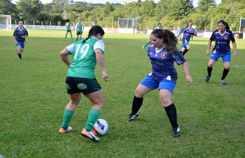 ESPECIAL - Mulheres ganham espaço no futebol e futsal