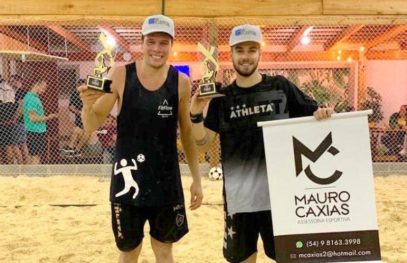 Cesar Fiorio e Lucas Isoton venceram o RS Combat de Futevôlei