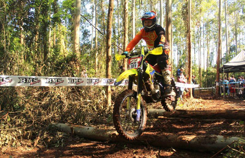 Piloto Leandro Terterola conquista 1º e 2º lugares na etapa do HERS Hard Enduro
