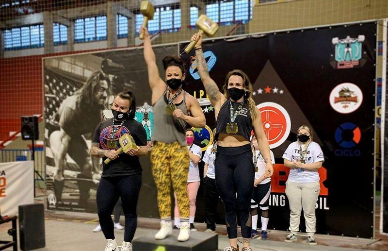 Florense Tatiana Cavagnolli é campeã brasileira de levantamento de peso terra
