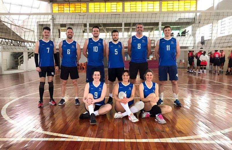 Equipe Cramento participa de torneio de vôlei misto na Capital